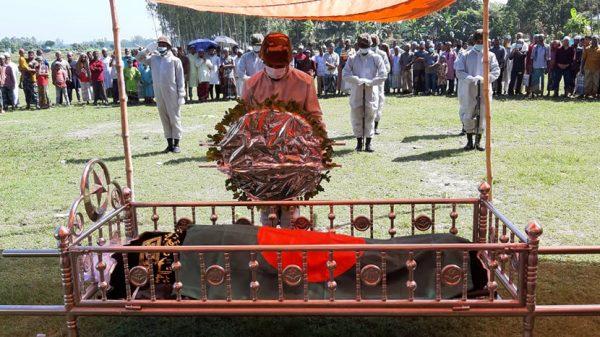 রাষ্ট্রীয় মর্যাদায় সাবেক সেনা কর্মকর্তা রফিকুল ইসলাম মিয়ার দাফন
